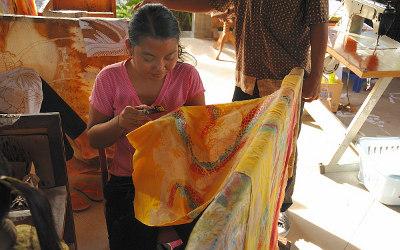 gemusterte Batik in der Herstellung