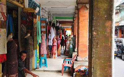 Verkaufsstände mit Batik